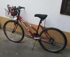 Bicicleta Caloi con cambios y casco