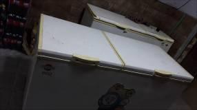 Congelador de dos puertas de 540 litros