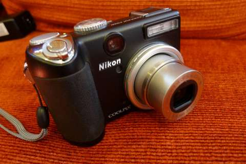 Cámara Nikon P5000 usada