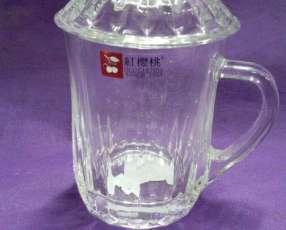 Taza de vidrio con tapa