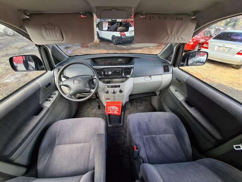 Toyota Noah 2003 - 6