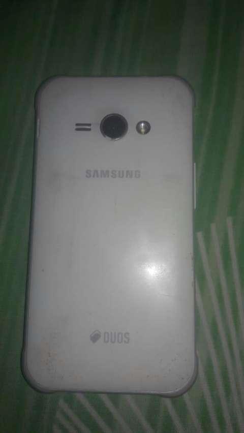 Samsung Galaxy J1 Ace blanco