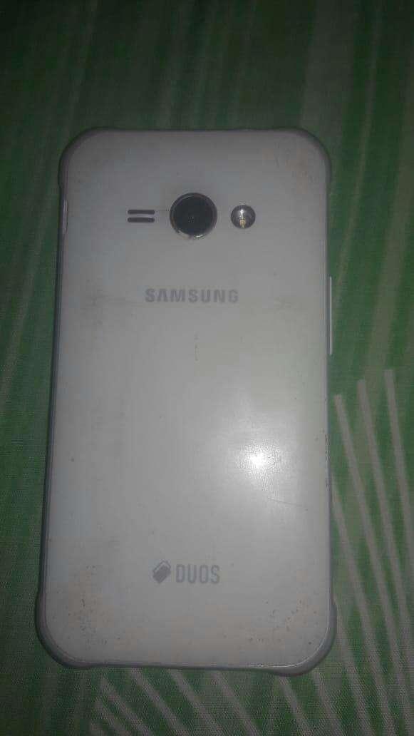 Samsung Galaxy J1 Ace blanco - 0