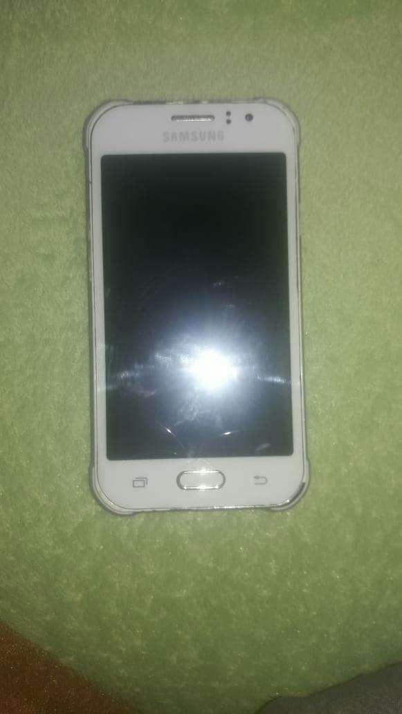 Samsung Galaxy J1 Ace blanco - 2