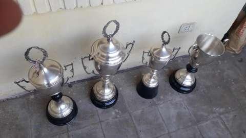4 trofeos de aluminio