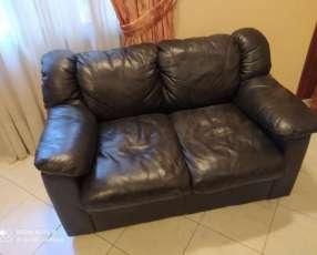 Sofá de cuerina - Para 2 personas