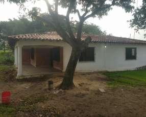 Casa que cuenta con 2 terreno en la ciudad de luque