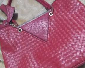 Cartera color rojo manzana