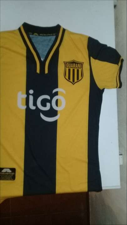 Camiseta del club Guaraní de Saltarín Rojo