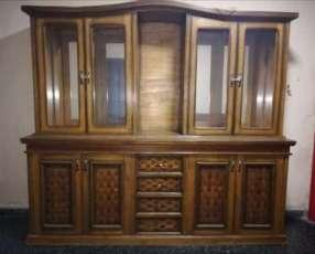 Mueble con 2 espejos y 2 luces más estantes de madera y vidrio