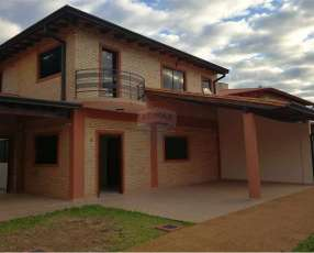 Duplex de 3 dormitorios en Lambaré