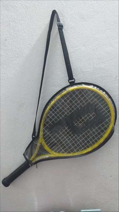 Raqueta de tenis y funda - 0