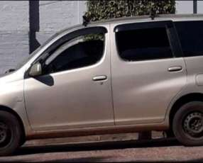 Toyota FunCargo 2002