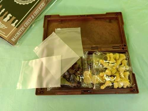 Juego de ajedrez y damas magnético de plástico - 3