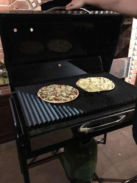 Parrilla a gas diseñada para pizza