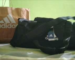 Bolsón Adidas original tamaño mediano