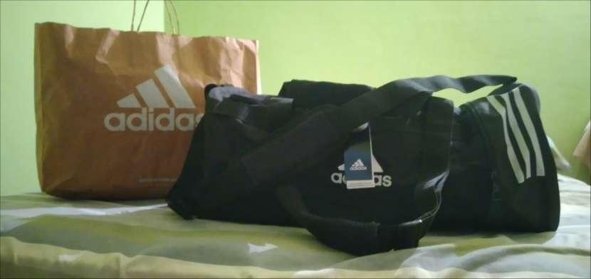 Bolsón Adidas original tamaño mediano - 0