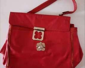 Dos carteras de color rojo