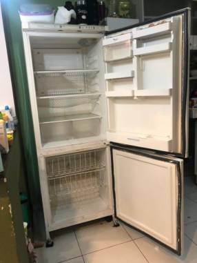 Heladera con freezer Whirlpool arb 790