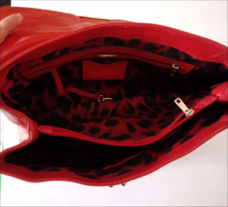 Dos carteras de color rojo - 2