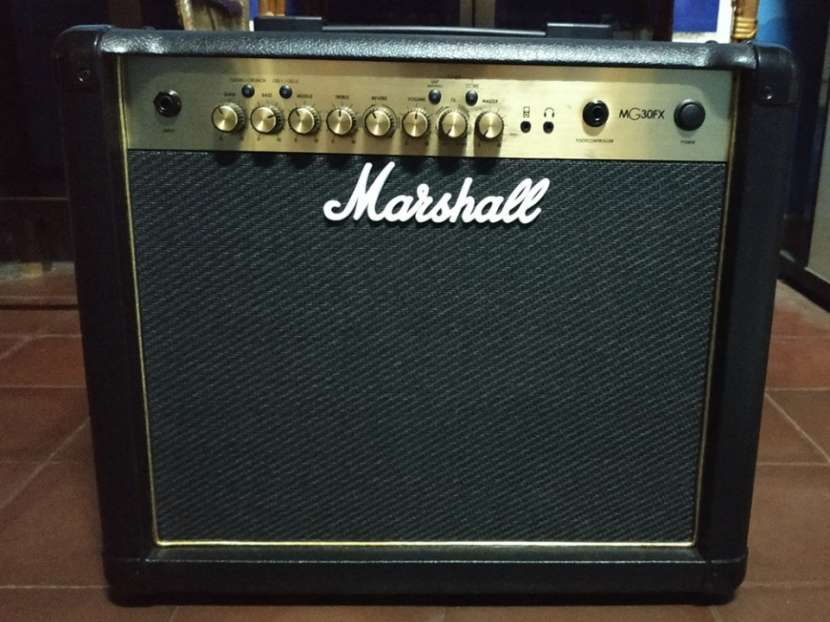 Amplificador Para Guitarra Eléctrica Marshall MG30FX Combo - 3