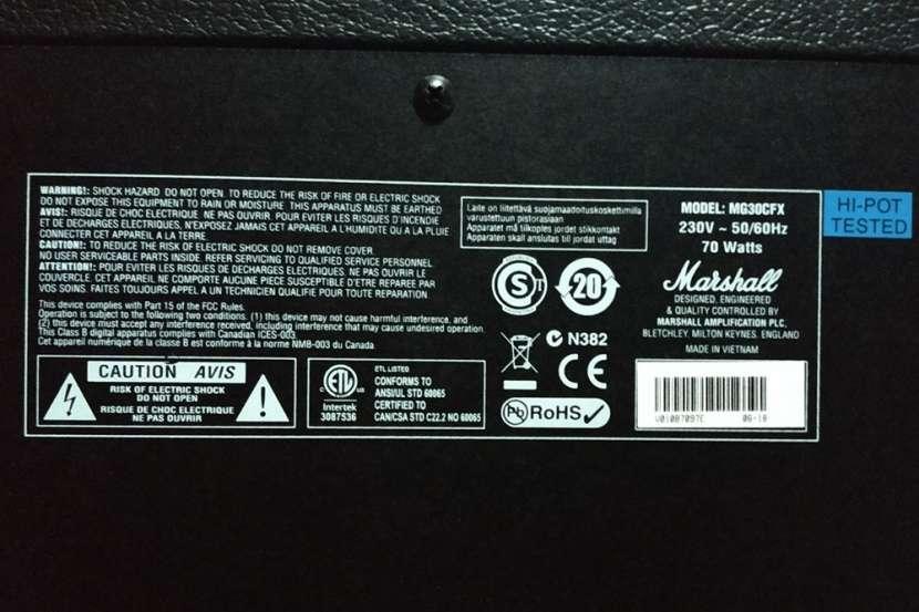 Amplificador Para Guitarra Eléctrica Marshall MG30FX Combo - 2
