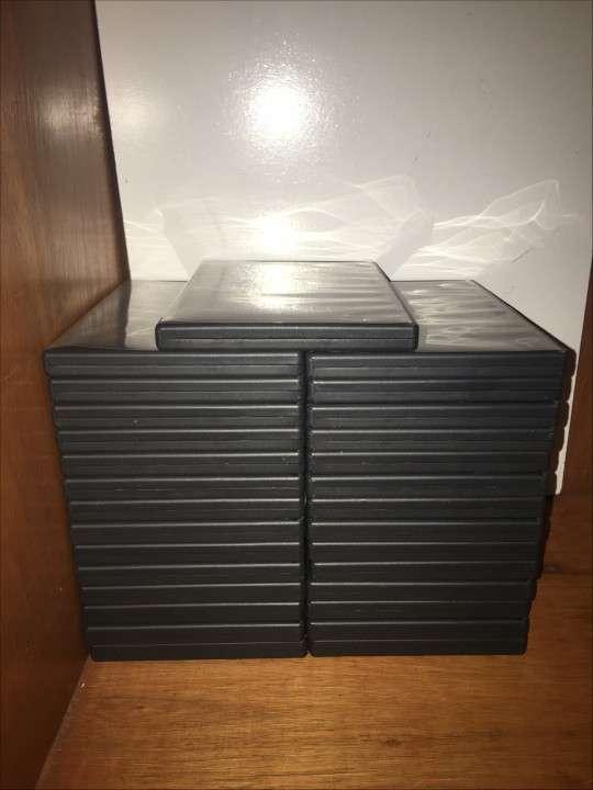 Caja Para DVD/CD con DVD Incluido - 0