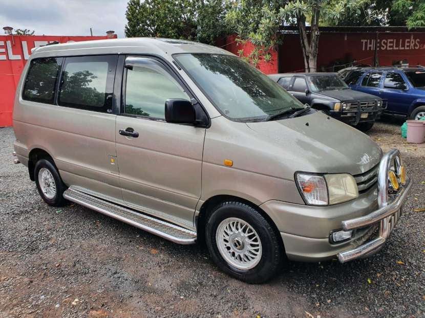 Toyota Noah 1998 - 5