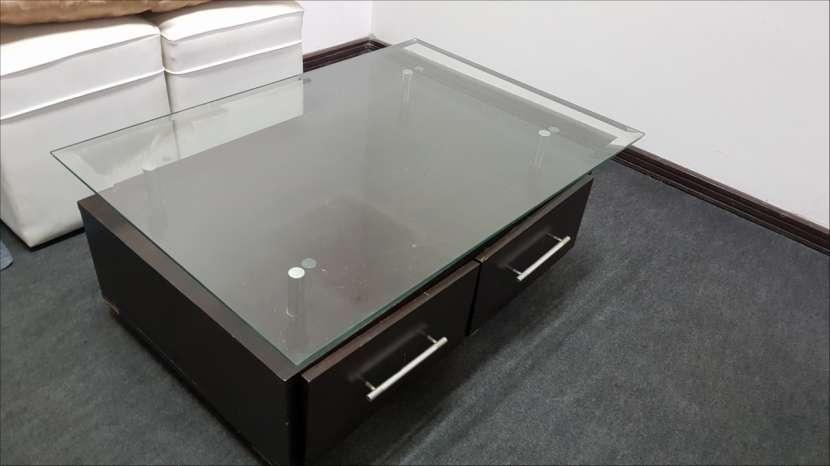 Mesa vidriada con cajoneras - 0