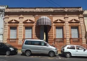 Casa en barrio catedral-asuncion.