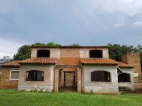 Casa quinta con granja en funcionamiento en Yaguarón