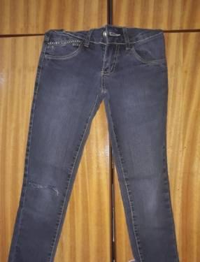 Jeans rasgado infantil