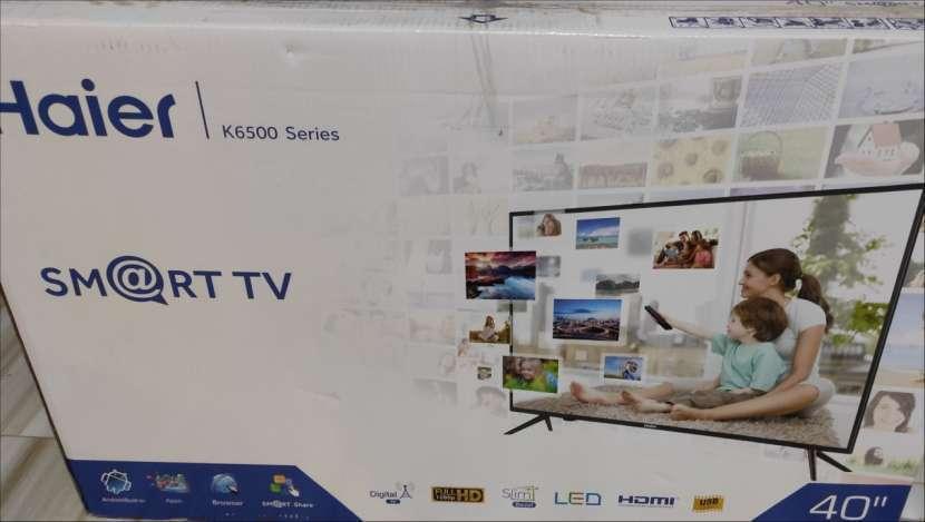 TV de 40 pulgadas FHD Smart nueva - 1