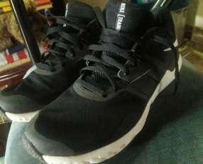 Calzado deportivo Nike calce 44