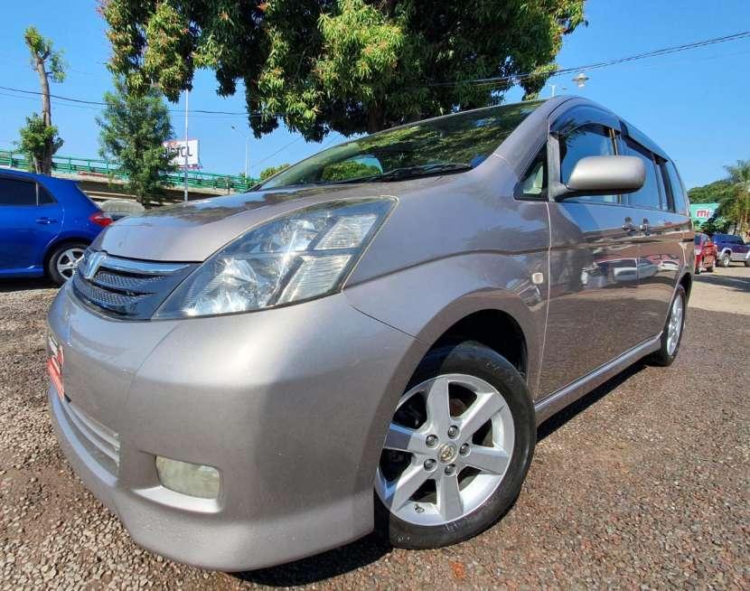 Toyota isis 2007/2006 - 1