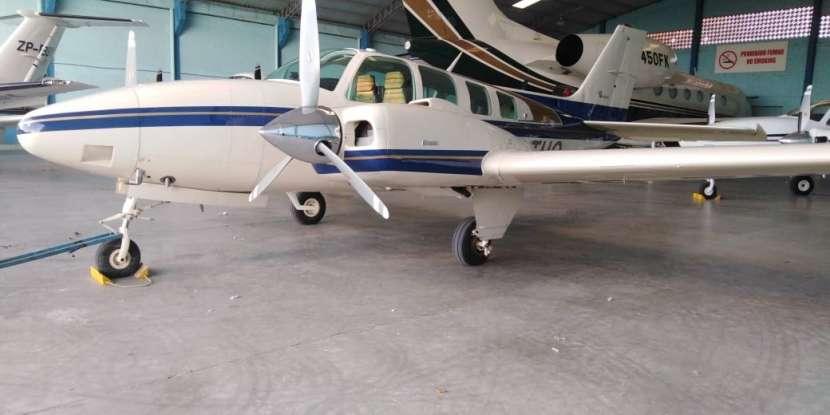 Beechcraft Baron modelo 58 1981 - 0