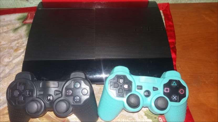 PS3 con 2 controles y 6 juegos - 1