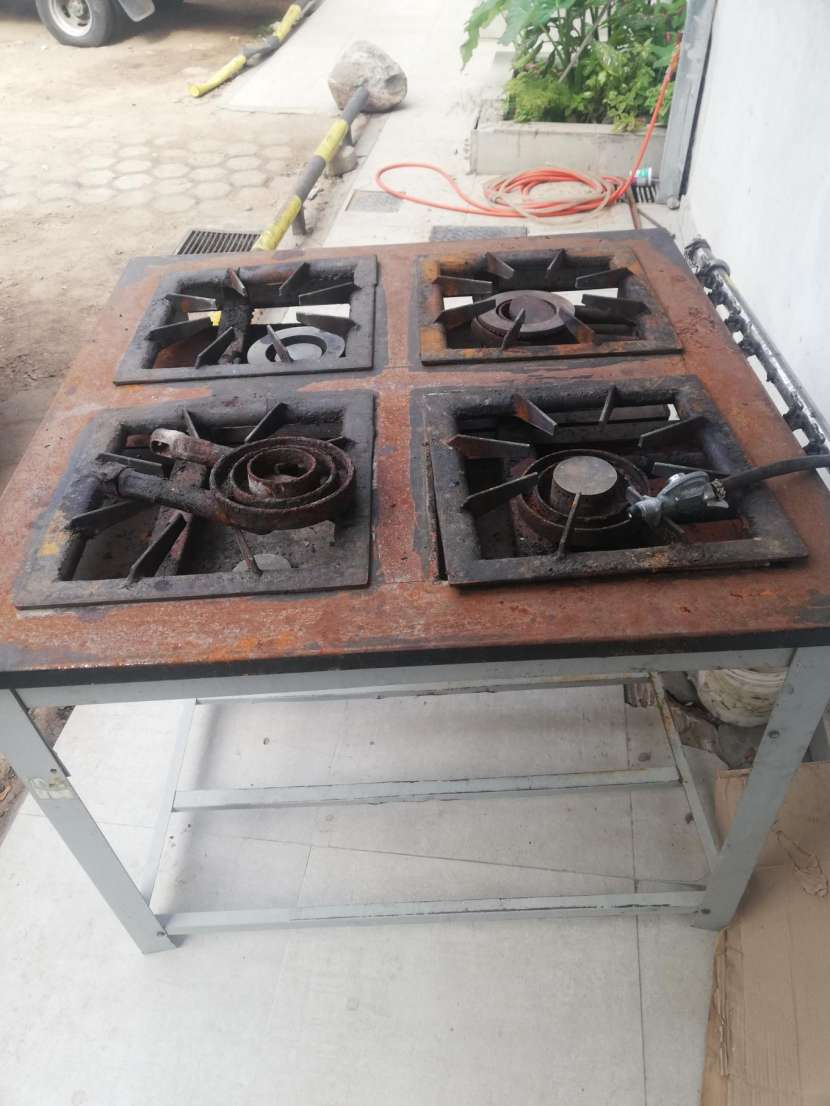 Cocina industrial 4 hornallas - 0