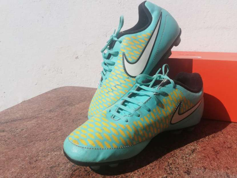 Botín Nike Magista calce 35,5 - 1