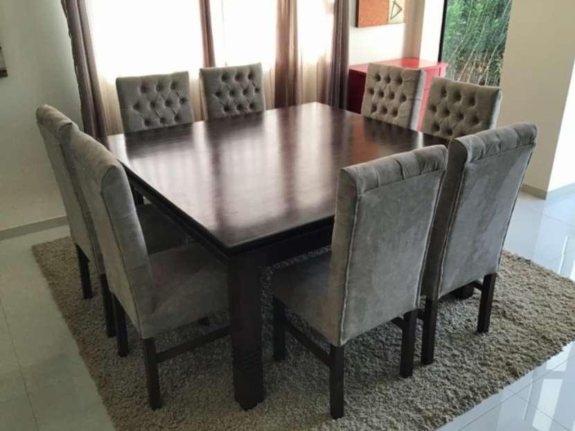 Mesa Cabrini con 8 silla tapizadas - 2