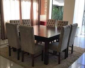 Mesa Cabrini con 8 silla tapizadas