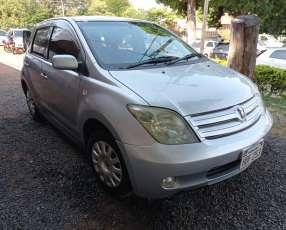 Toyota ist 2003/4