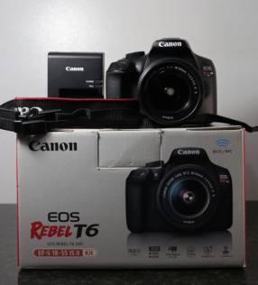 Cámara Canon EOS Rebel T6 con lente kit 18-55