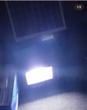 Reflector con panel solar