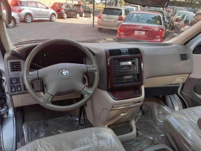 Toyota Grand Hiace 2000 - 3