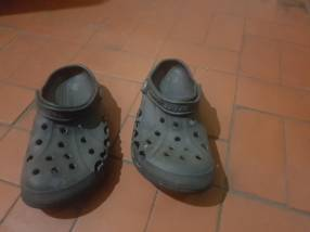 Crocs negro