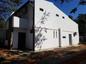 Casa en Luque frente al club Rakiura