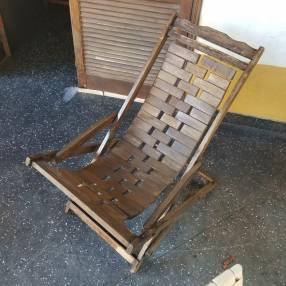 Silla mecedora artesanal de madera