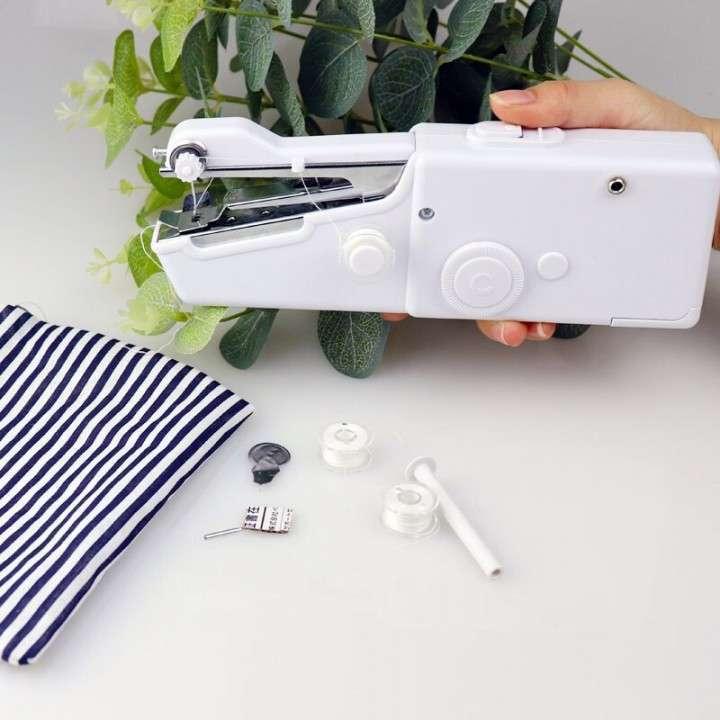 Mini máquina de coser manual portátil - 0