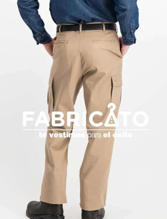 Pantalón carpintero tipo cargo color beige - 1